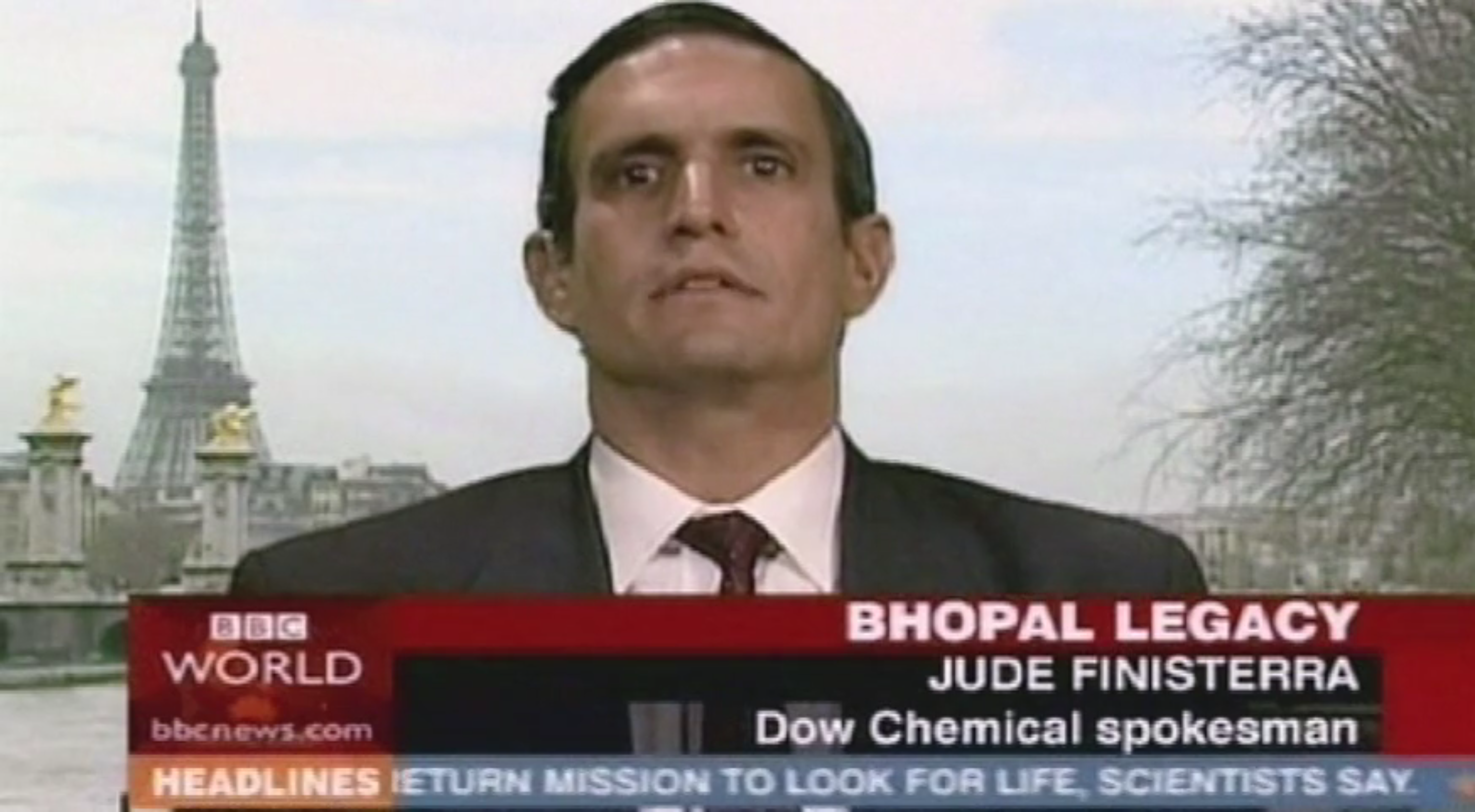Jacques Servin poses as a DOW Chemical spokesman and accepts responsibility for the Bhopal disaster on BBC World News. The broadcast reached 400m people.