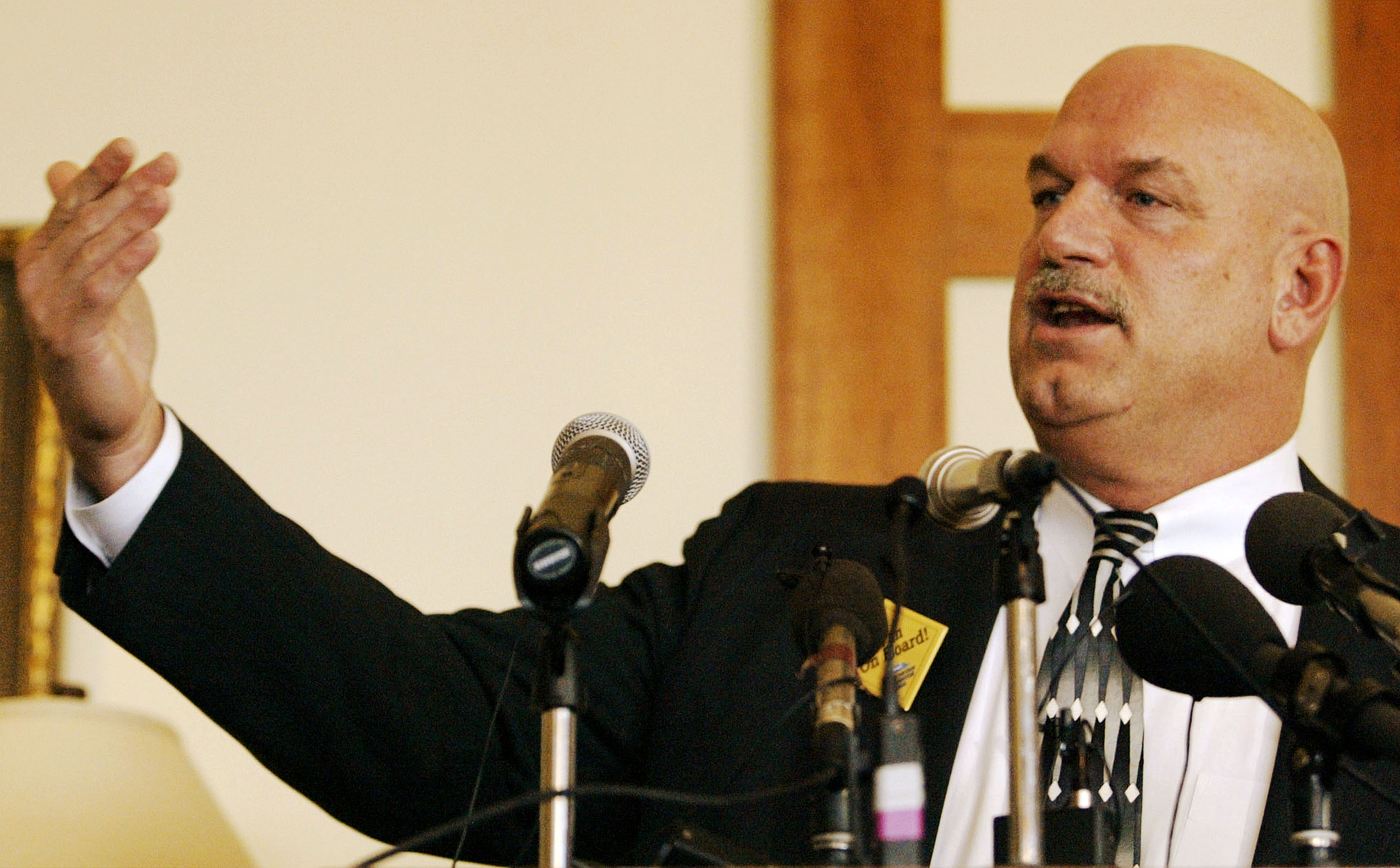 Gov Jesse Ventura Speaks To The Metronorth Chamber April 11 2002 At The Tournament Play