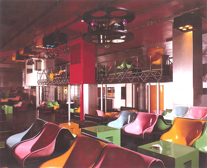 Interior of La Fine del Mondo, designed by Pietro Derossi, Giorgio Ceretti and Riccardo Rosso, Turin, 1966. ©Pietro Derossi