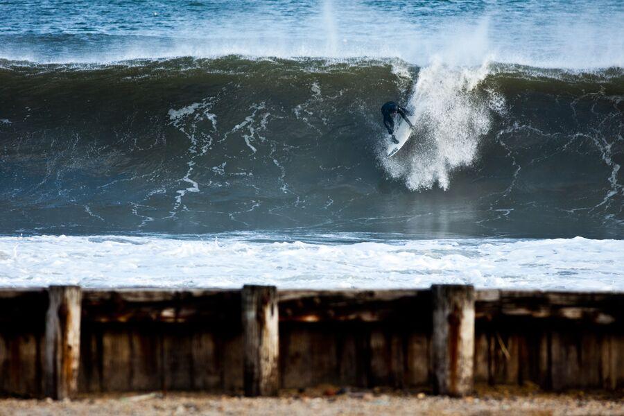 ryan-struck-surfing-snow-1
