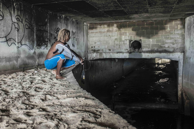 Popó inside the main underground drain on São Conrado beach.