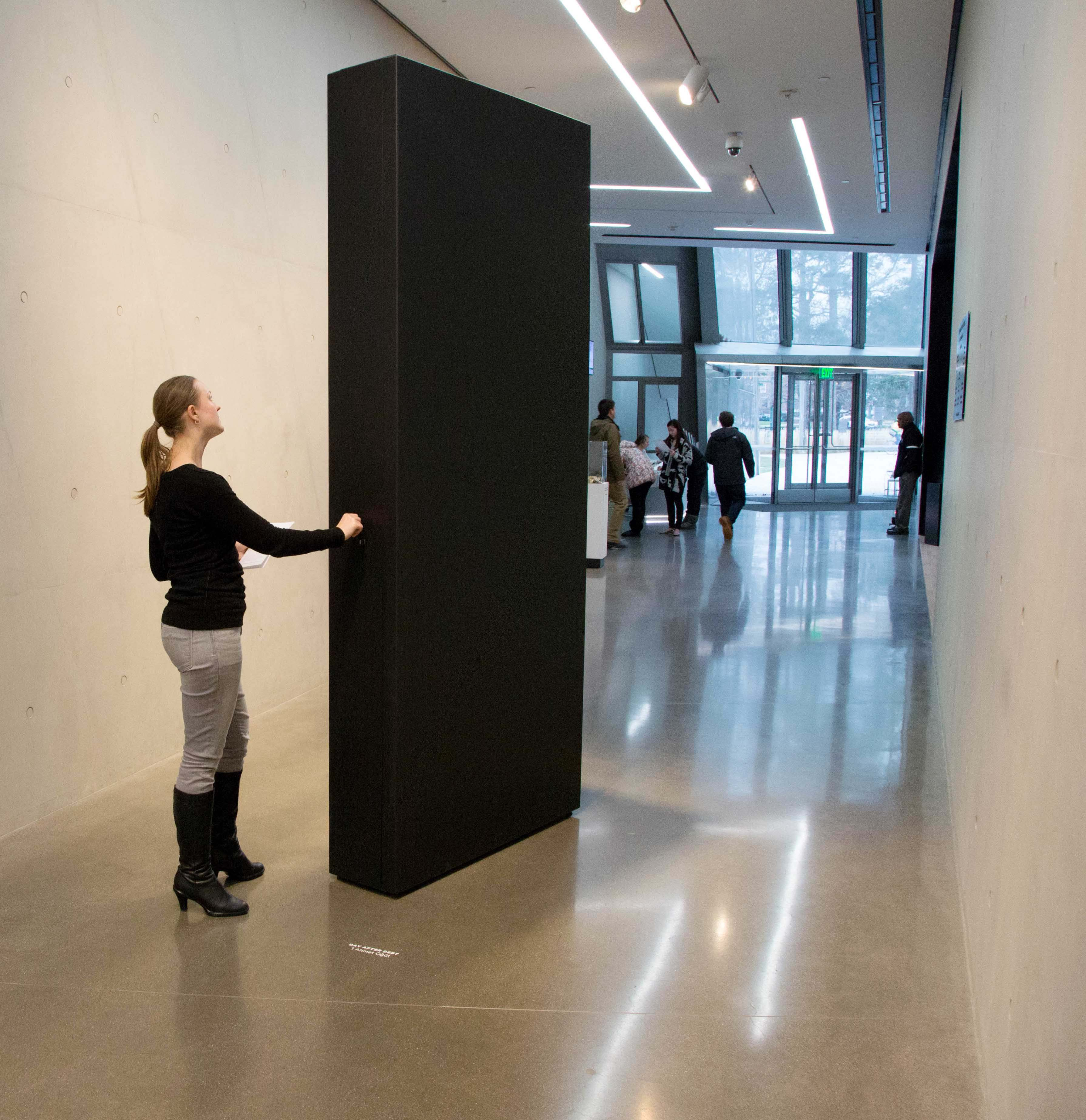 Ahmet Öğüt, Anti-Debt Monolith, 2014. Part of Day After Debt (US), 2015 In collaboration with Debt Collective/Strike Debt/Rolling Jubilee. Commissioned by the Eli and Edythe Broad Art Museum at Michigan State University and Protocinema. © Ahmet Öğüt 2015, © Aaron Word Photography 2014