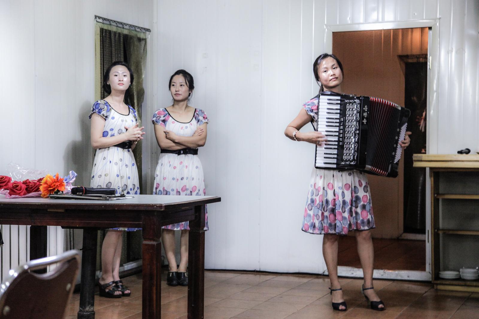 Restaurant musicians in Wonson.