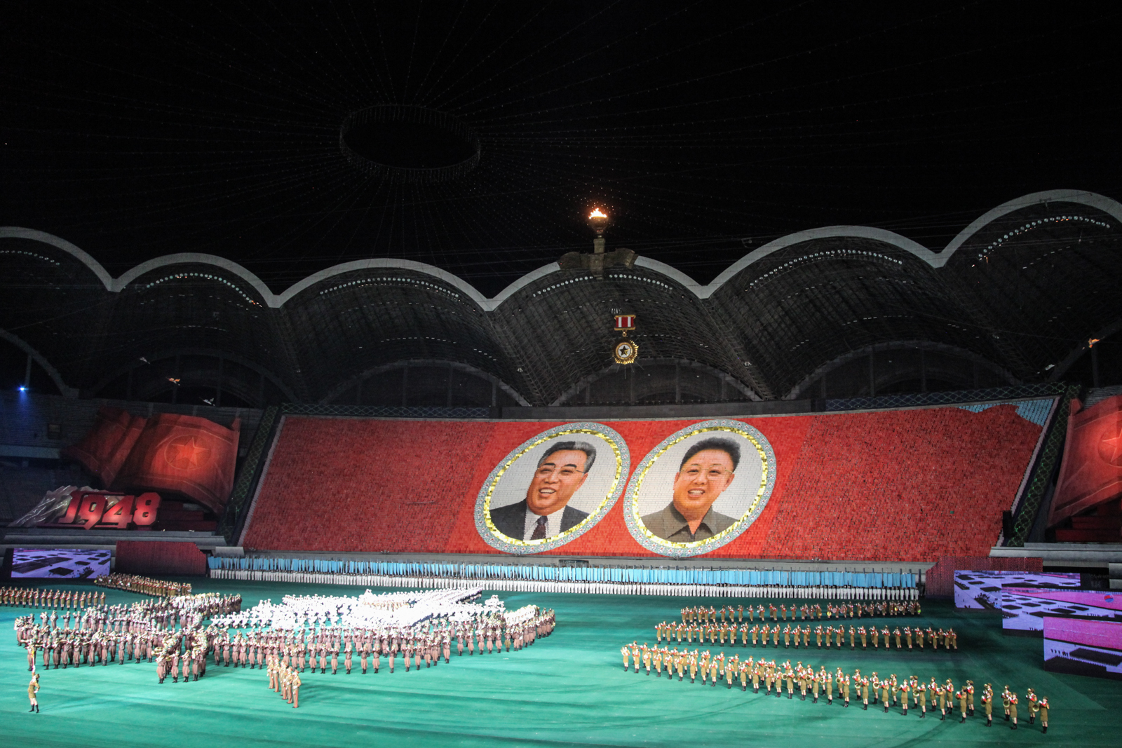 Card stunt depicting the former DPRK leaders Kim-il-Sung and Kim-Jong- il.