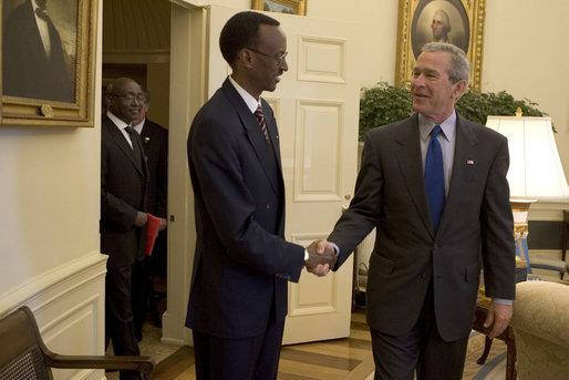 Paul Kagame visits George W. Bush at the White House, April 2005. Photo by Krisanne Johnson