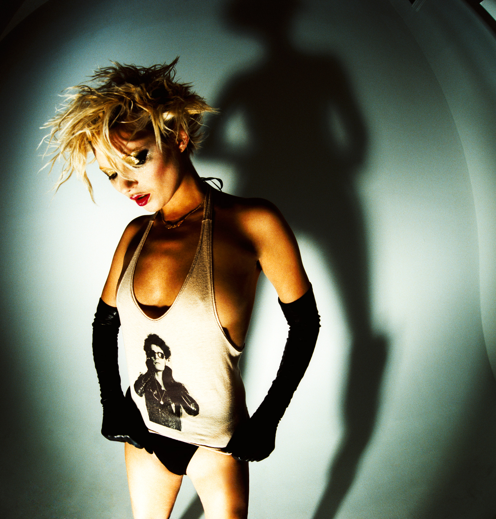 Kat Moss, Lou Reed tee, New York, USA, 2002, © Mick Rock / courtesy The Print Room