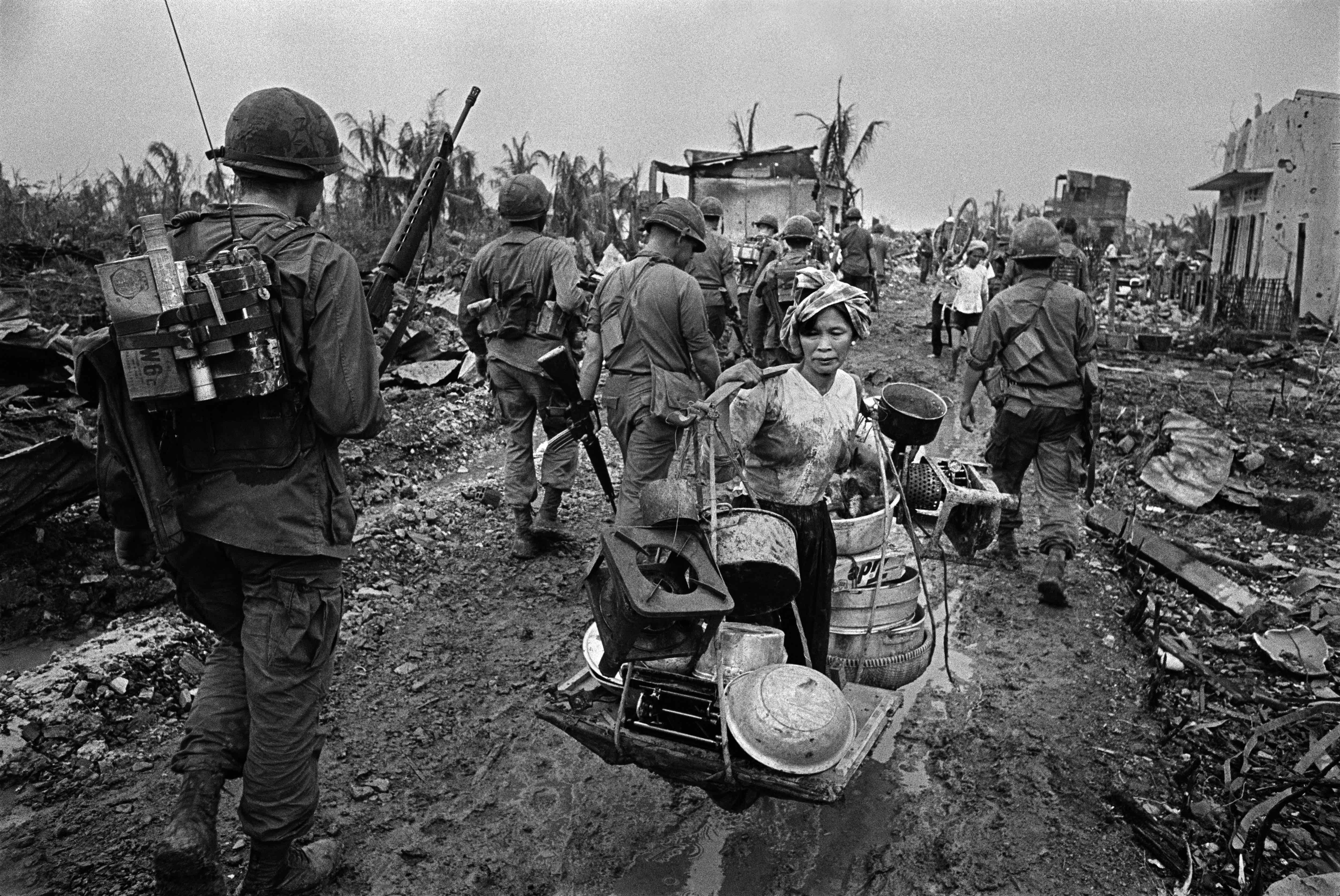 The battle for Saigon. Refugee from US Bombing. Vietnam.1968. © Philip Jones Griffiths/Magnum Photos