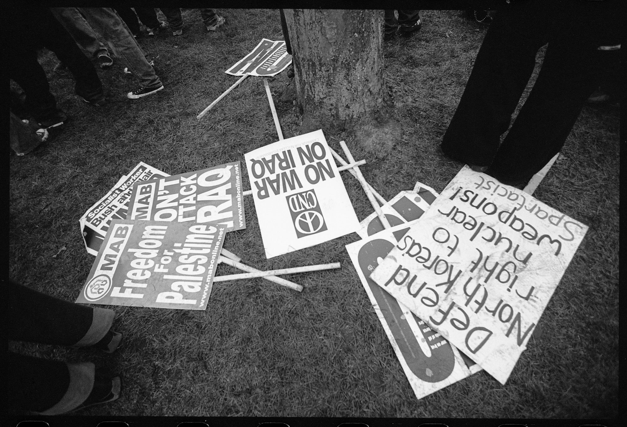 WEB_STW_anti-war-placards_feb-2003_dannyburrows