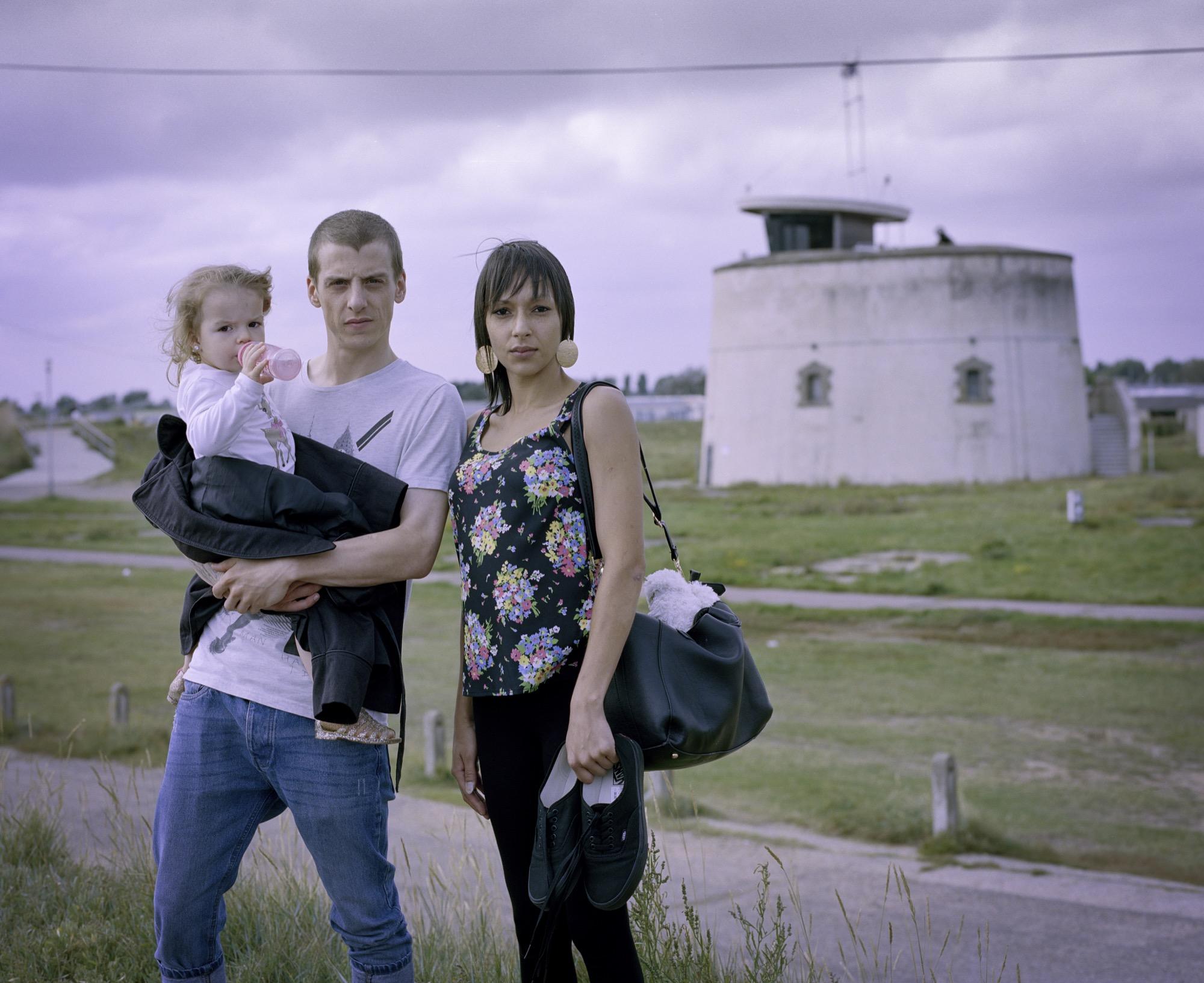 Tina, Paul & baby Harleigh © Chris Donovan