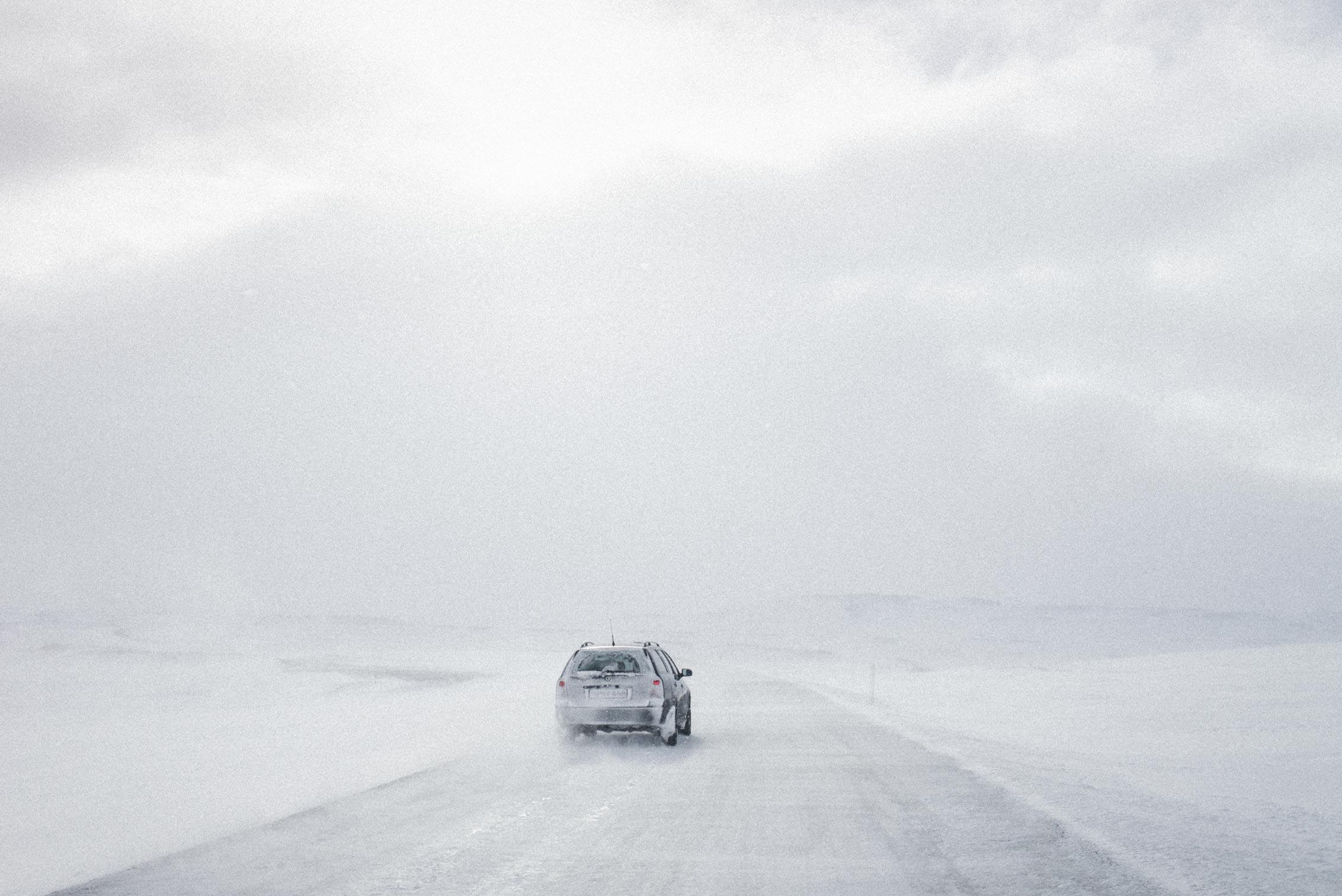 Daniel_Zvereff-iceland-car-snow-1008468