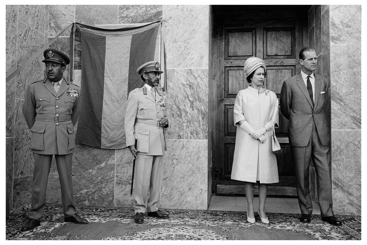 112 _MBM_Royal Visit (c) 1965 John Loengard