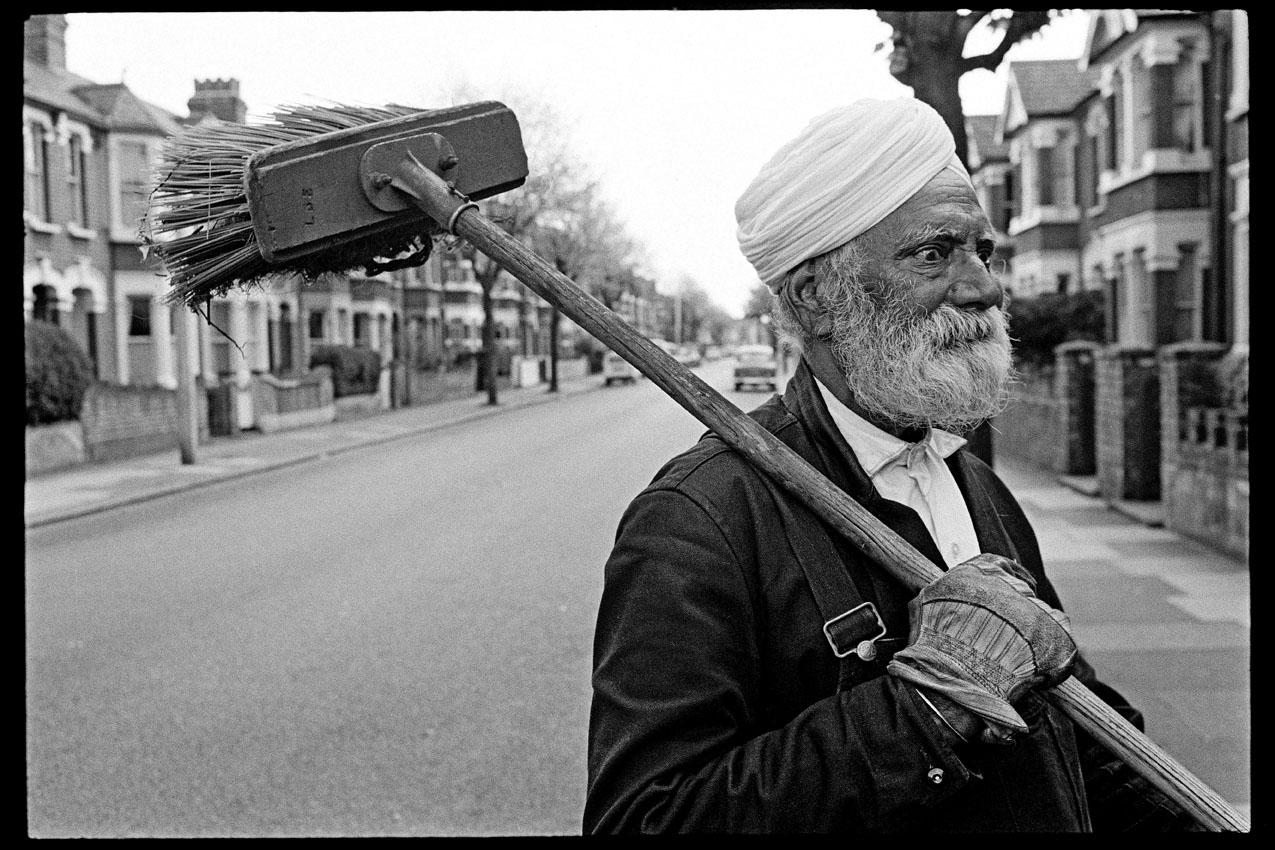 133_MBM_Street Sweep (c) 1968 John Loengard