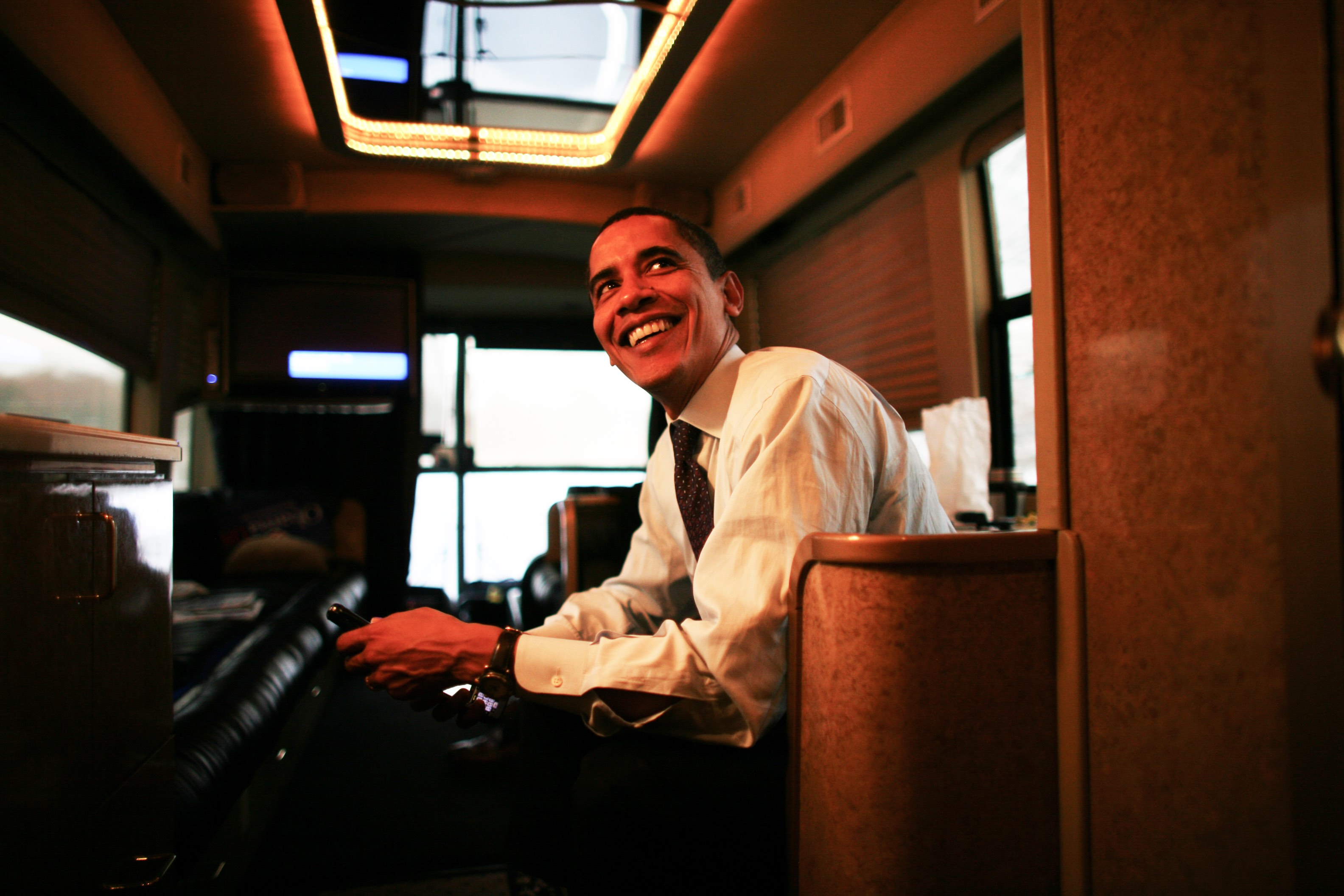 01-07-08 - Rochester, NH-  Senator Barack Obama on his way to a rally in Rochestor. Photo by Ozier Muhammad/The New York Times