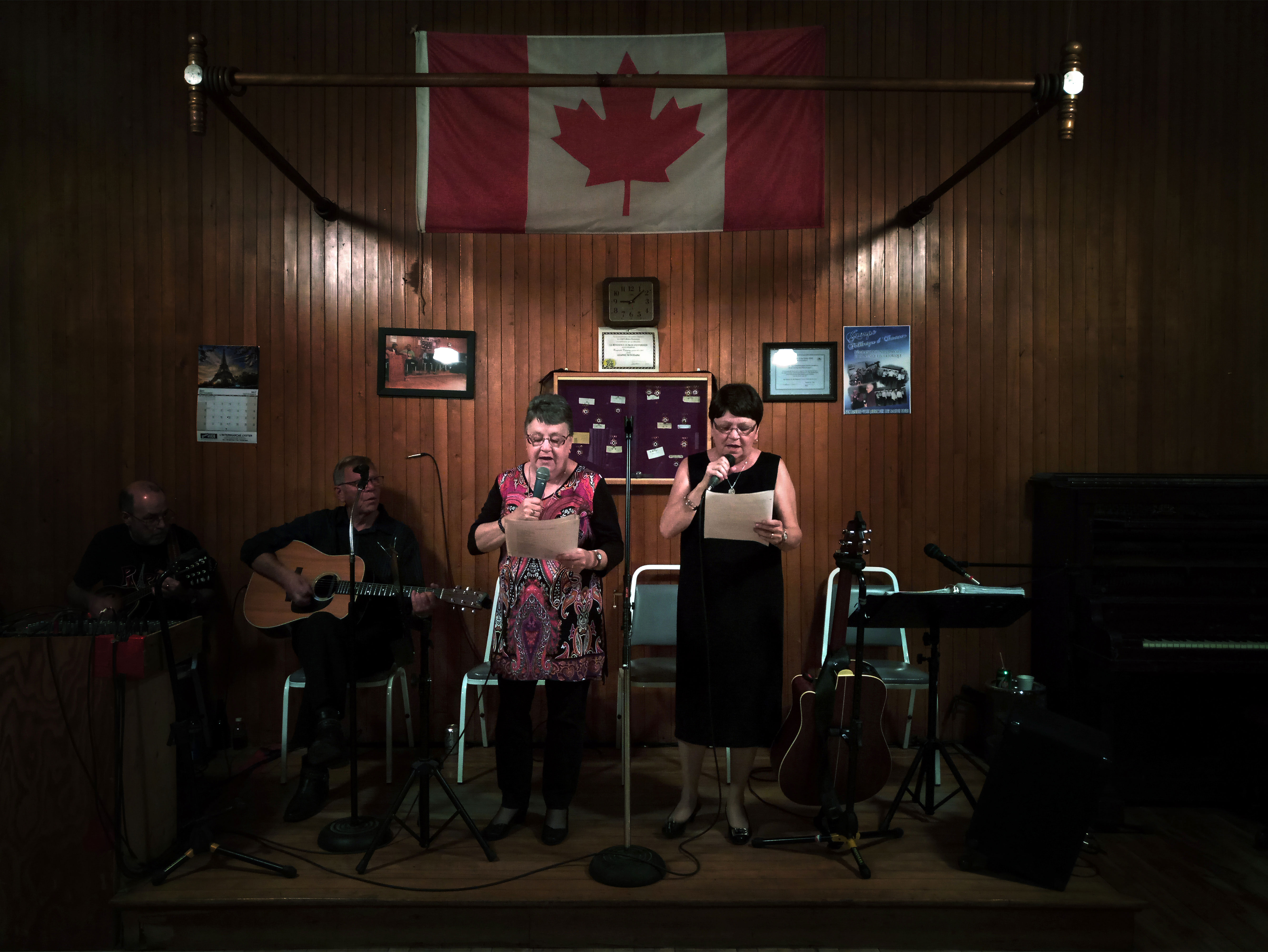 Every Friday evening folks singers and dancers gather in the Odd Fellows hall. Their repertoire includes Scottish, Irish and French melodies.