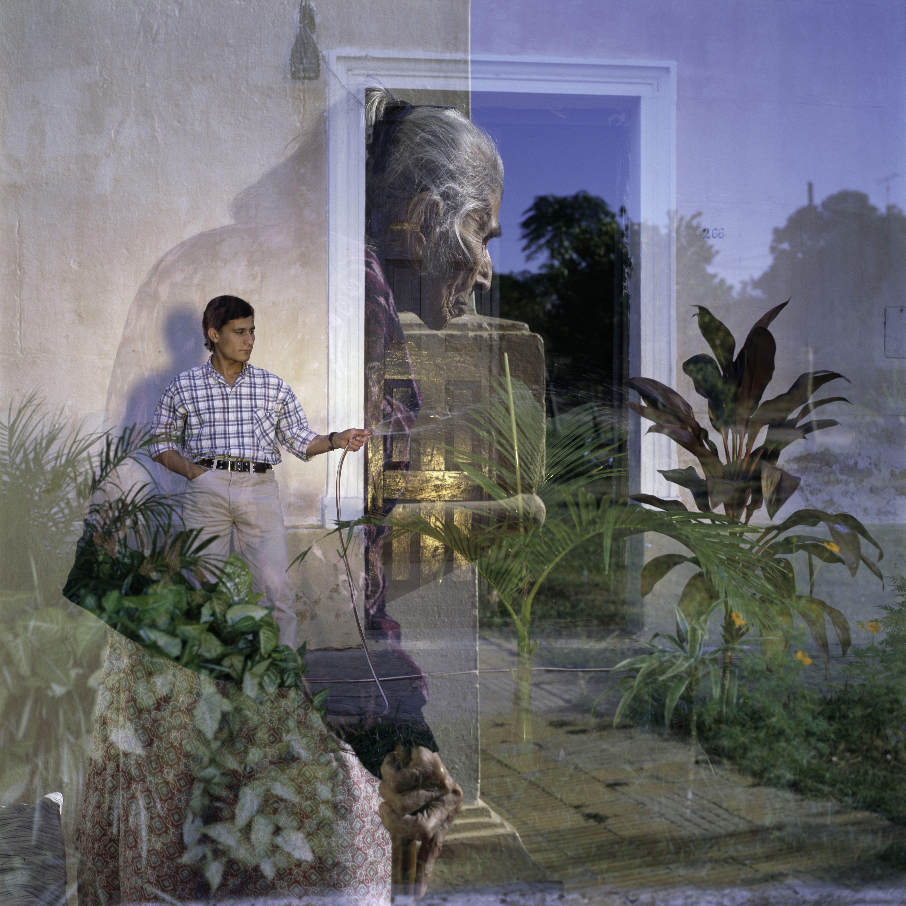Two Gardens. Pehuajo´, Argentina. 1995 © Alessandra Sanguinetti / Magnum Photos