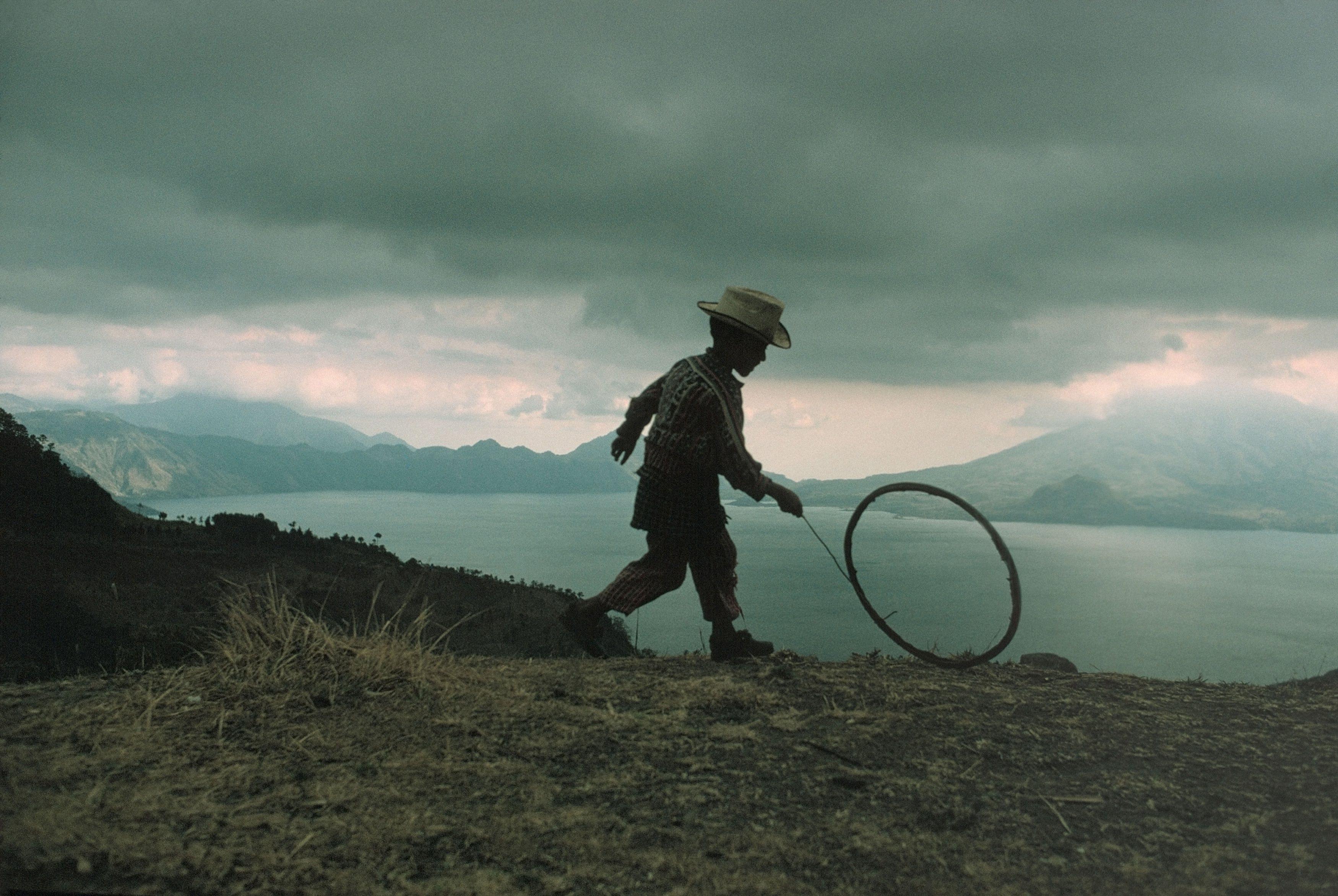 Maya boy plays. Lake Atitlán, in the highlands of Sierra Madre. Guatemala. 1975 © David Alan Harvey / Magnum Photos