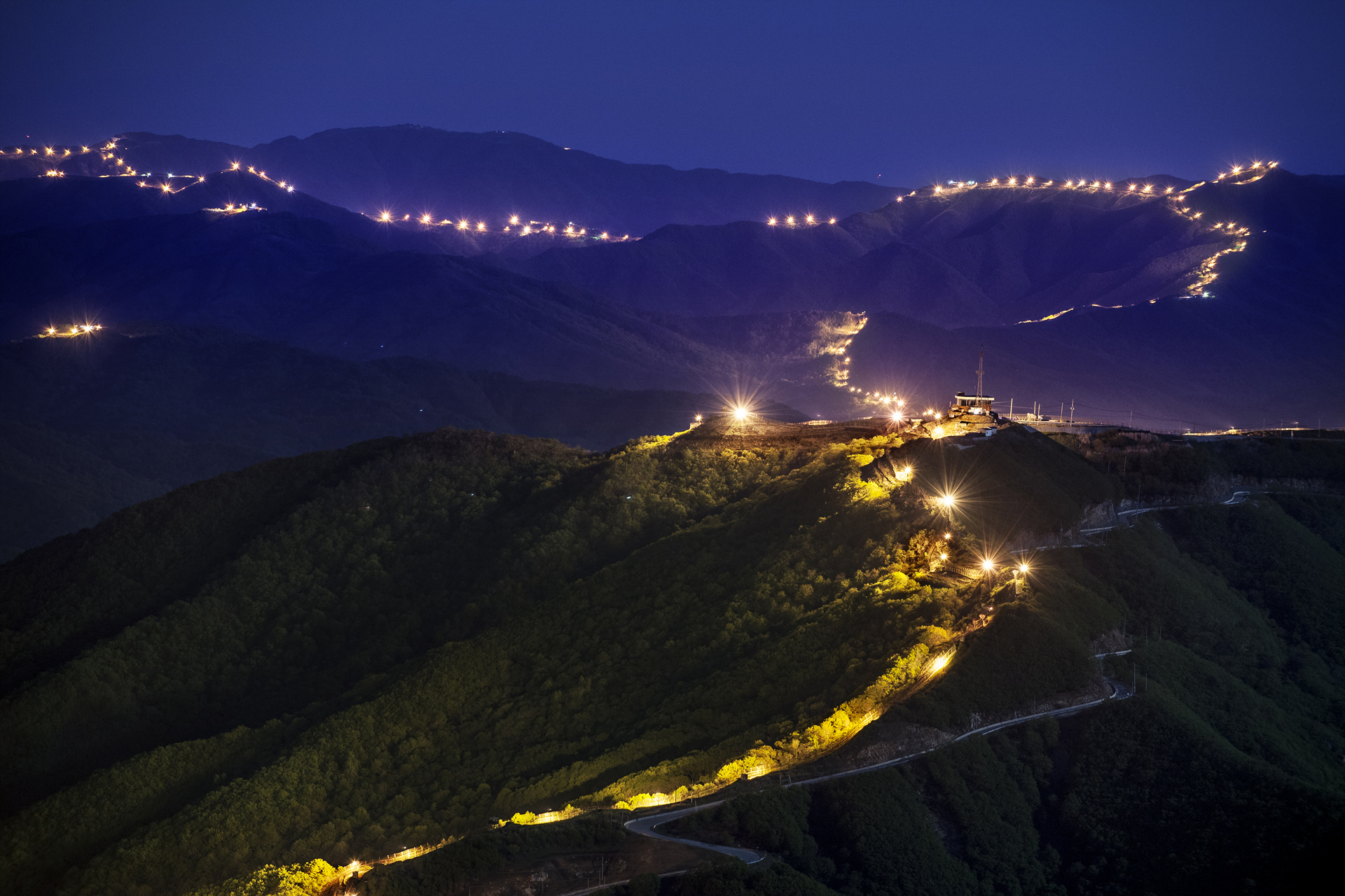 Anti-infiltration lighting illuminated along the SLL – the southern border of the DMZ at Yanggu area in the eastern part of the DMZ. The SLL traverses Korean peninsula from West to East.
