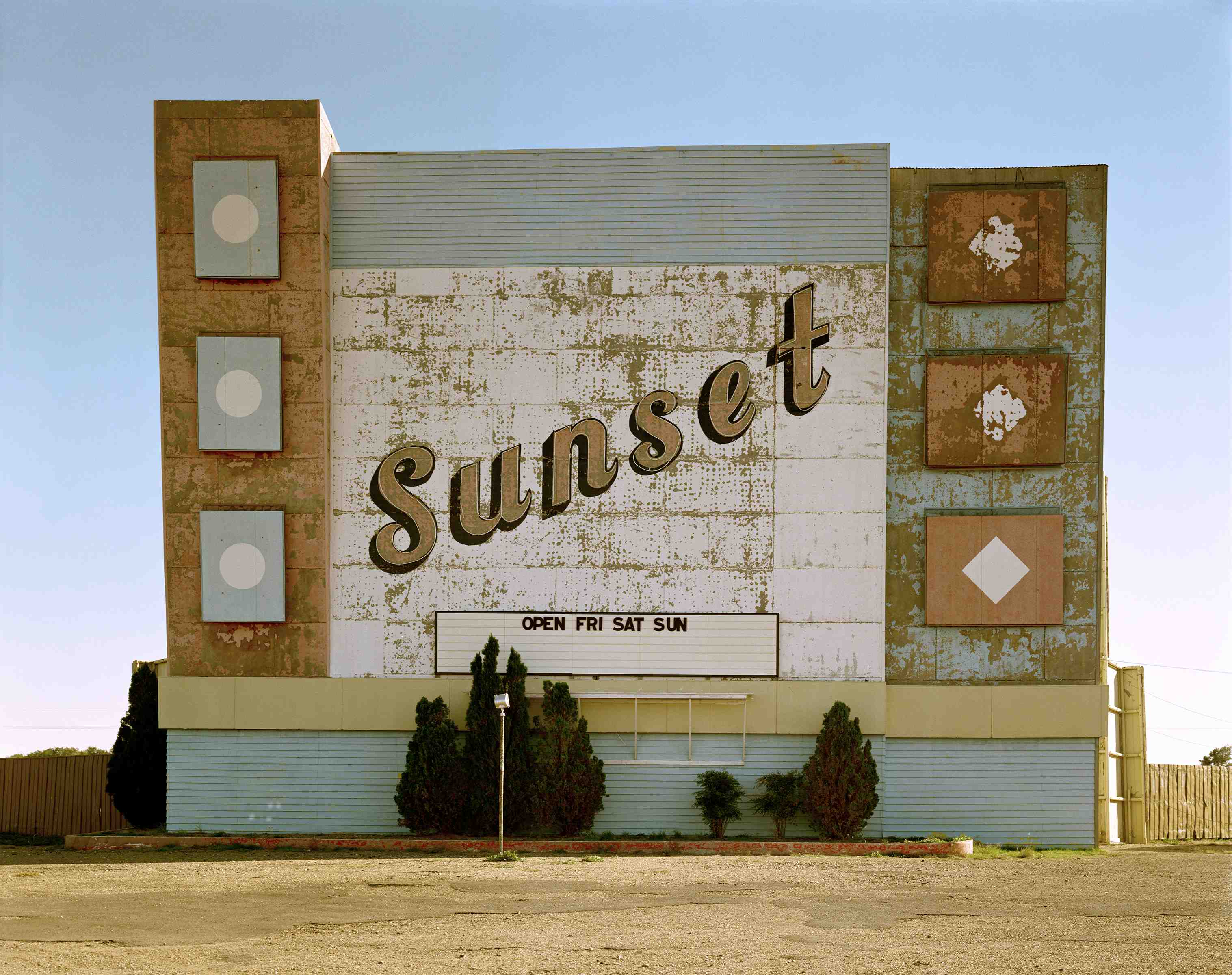 West 9th Avenue, Amarillo, Texas, October 2, 1974. The Museum of Modern Art, New York. Acquired through the generosity of an anonymous donor. © 2017 Stephen Shore