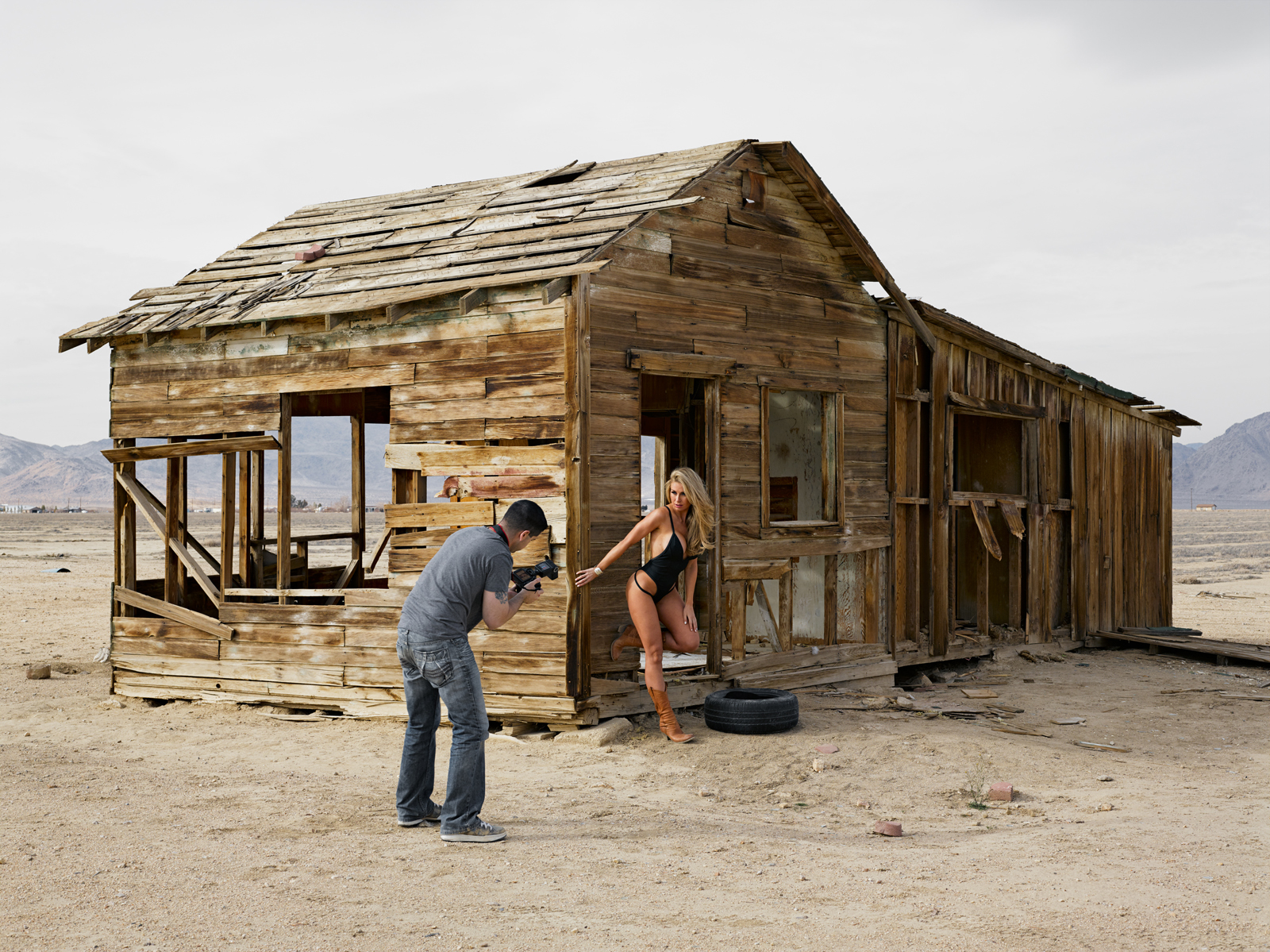 Dave and Jenny, swimsuit shoot on an abandoned farm, California. © Lucas Foglia, courtesy of Michael Hoppen Gallery, London.