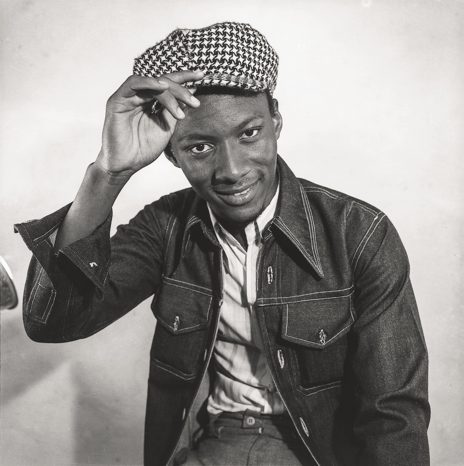 Circa 1972. Collection Fondation Cartier pour l'art contemporain, Paris © Malick Sidibé Extract from Mali Twist (Éditions Xavier Barral, Fondation Cartier pour l'art contemporain, 2017)