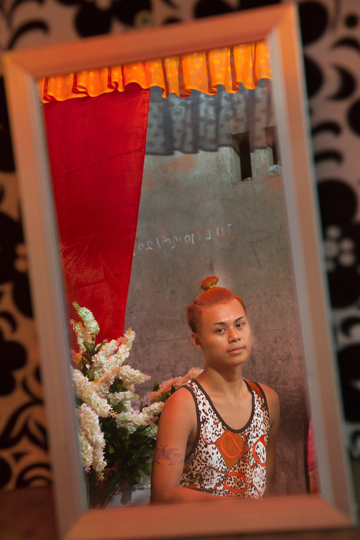 A novice nat kaaw of Mot Me Noe's in Mandalay.