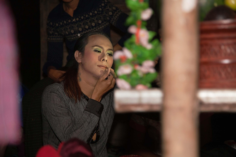 Tinko, a spirit medium, preparing to perform at Win Shi Thu's nat pwe.