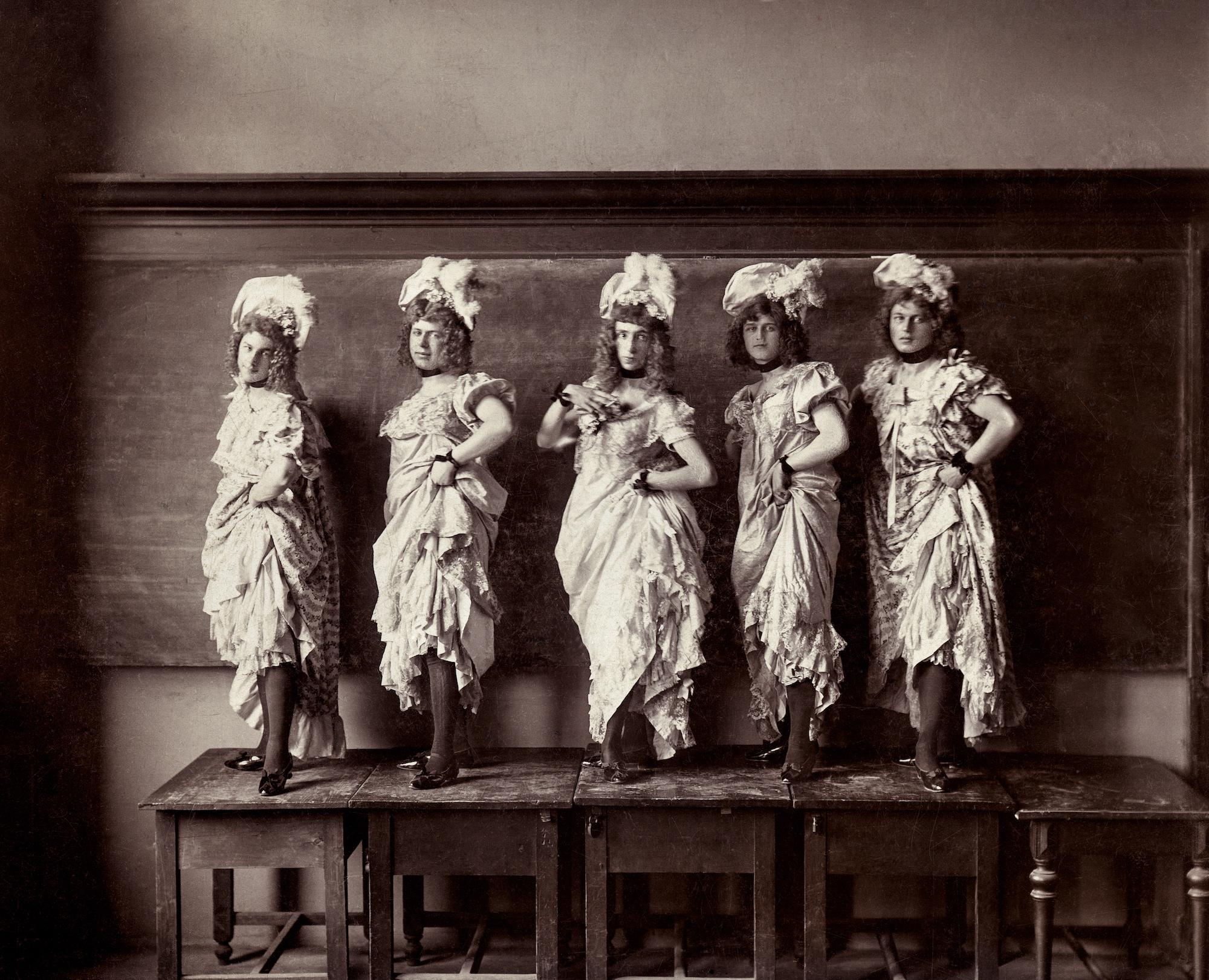 Five performers on a platform. Handwritten on verso 'Haris Fifi, Zerneck Joe, Gaby Zerkovitz, Stasik Ficzin Mehelyi Mimi'. Albumen print, Hungary, circa 1900.
