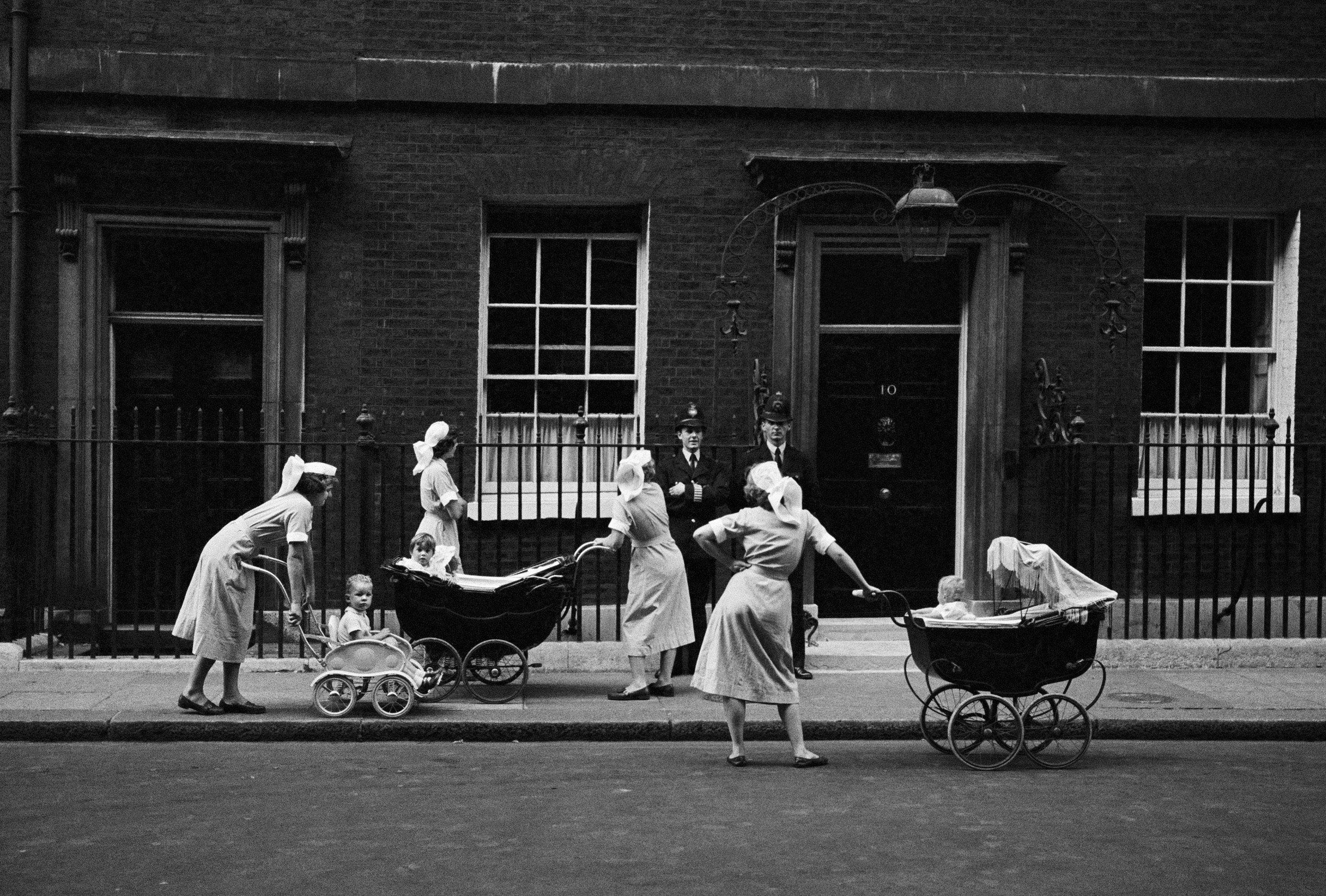 Nannies Outside No.10, 1959 © Philip Jones Griffiths / Magnum Photos