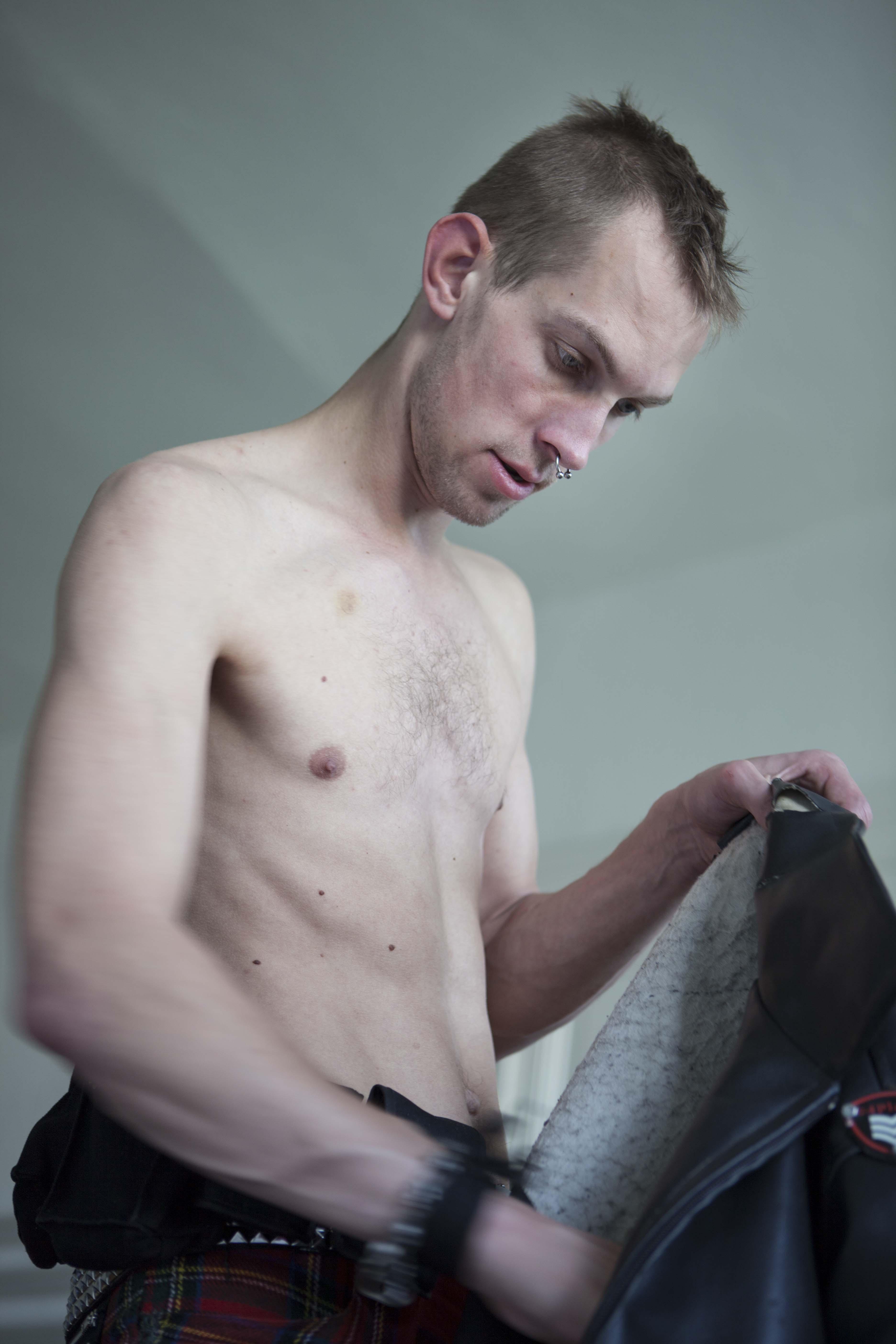 Christian_Vagt_Punk_Skin-8_Geert_getting_up_Berlin_2009