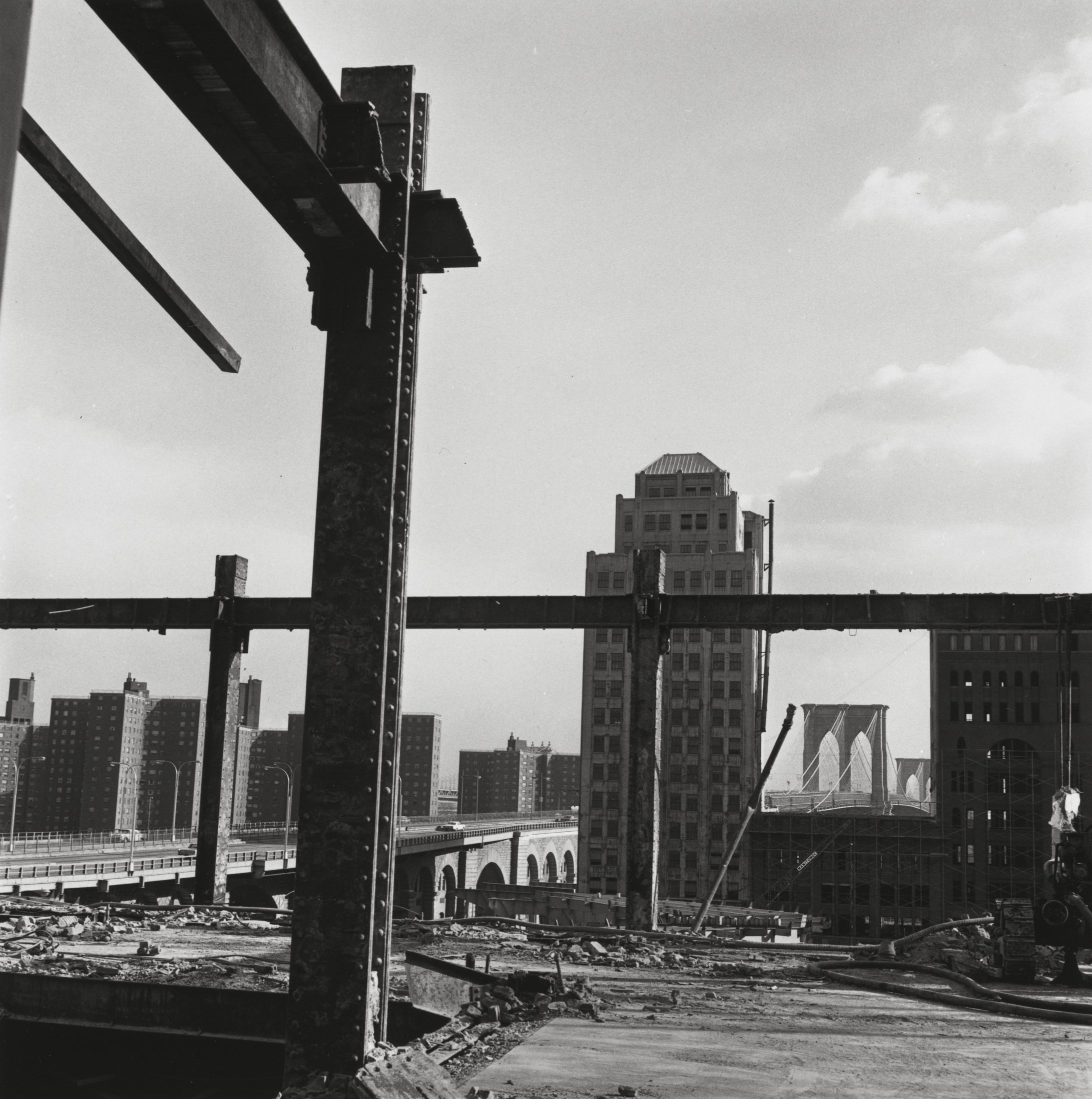 100 Gold Street seen from the remains of the Tribune Building, 1966–67. The Cleveland Museum of Art, Gift of George Stephanopoulos