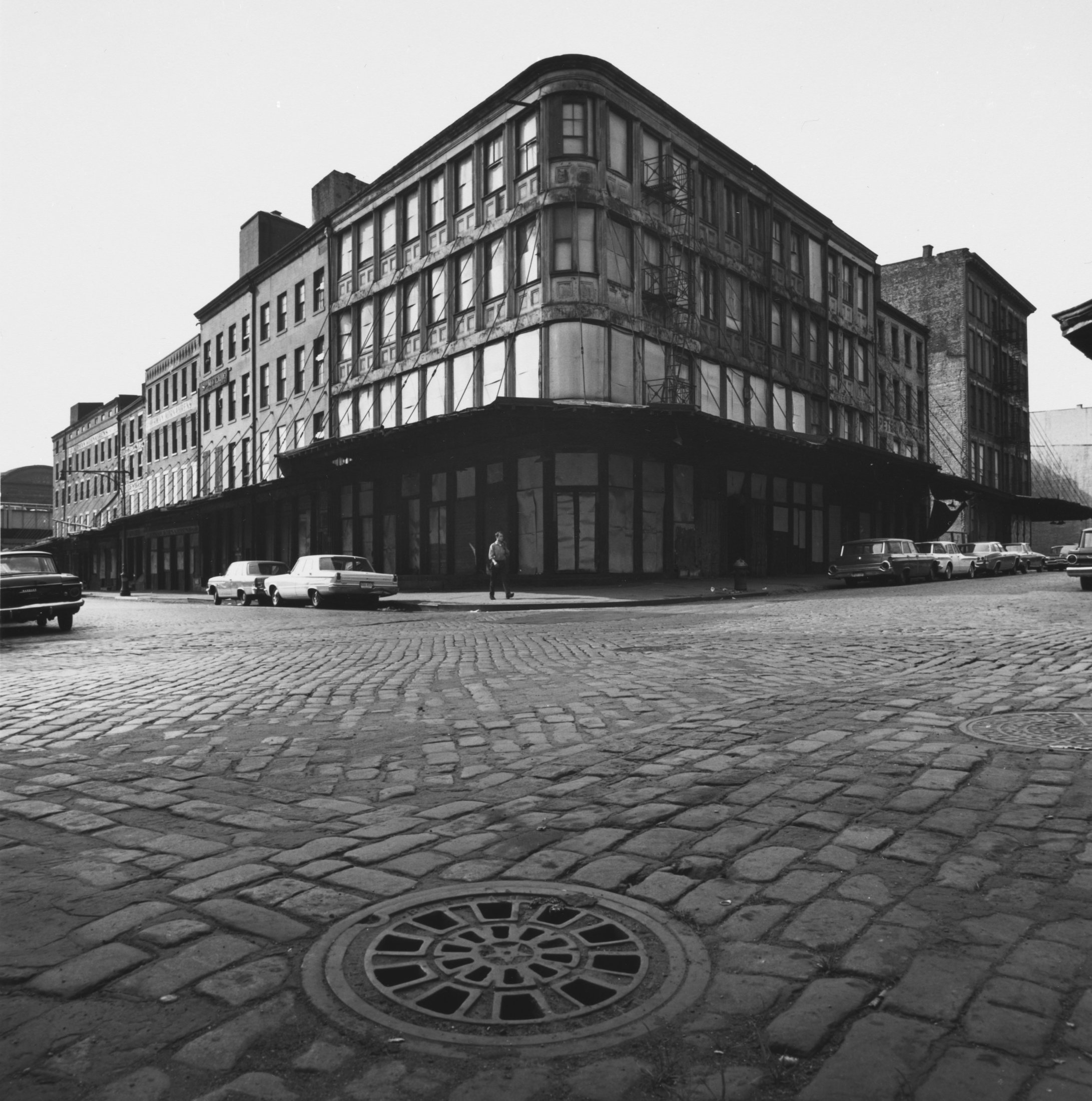 258 Washington Street at the northwest corner of Murray Street, 1966–67. The Cleveland Museum of Art, Gift of George Stephanopoulos
