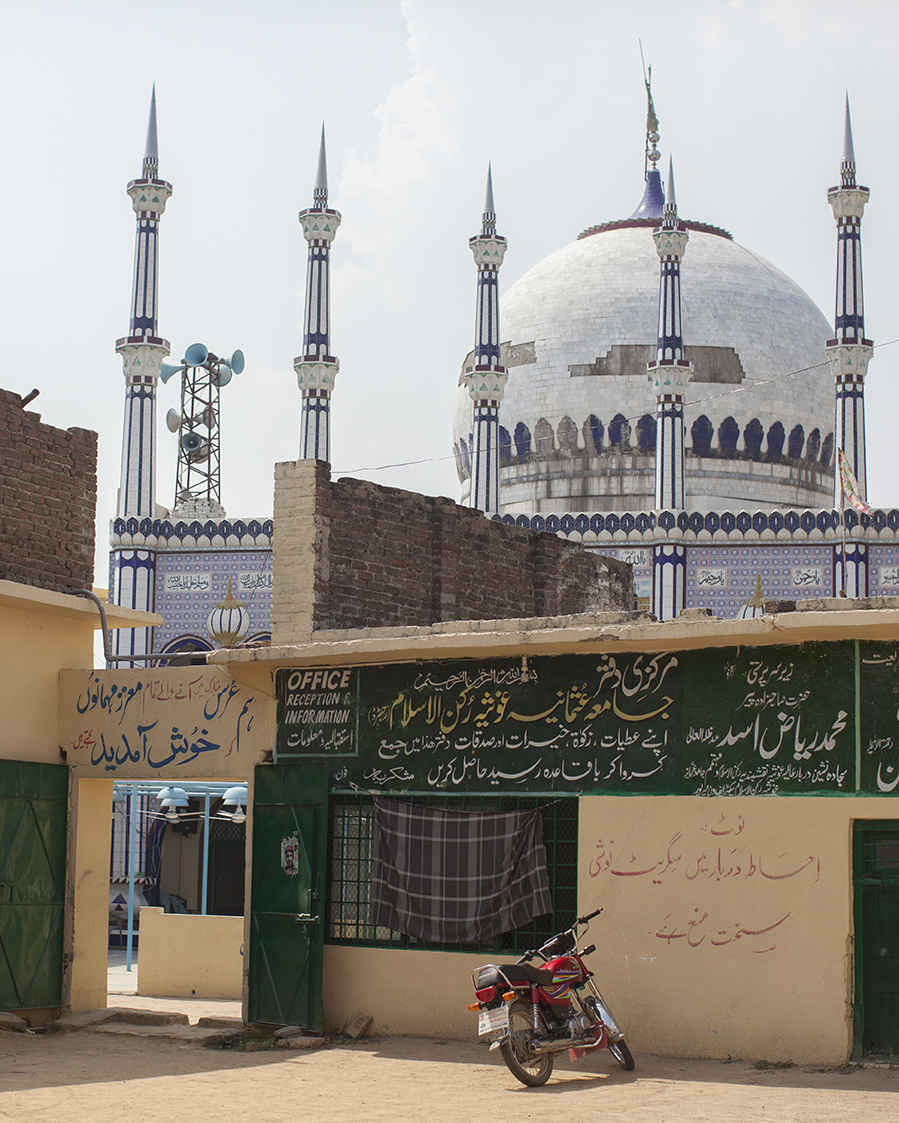 Mosque in Rathowa Mipur © Mahtab Hussain