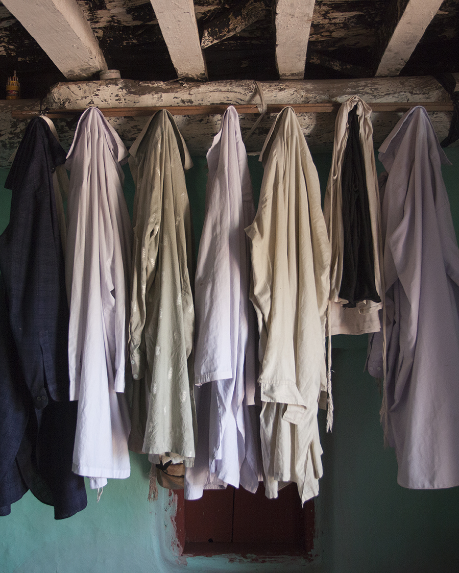 Shalwar Kameez's on rack © Mahtab Hussai