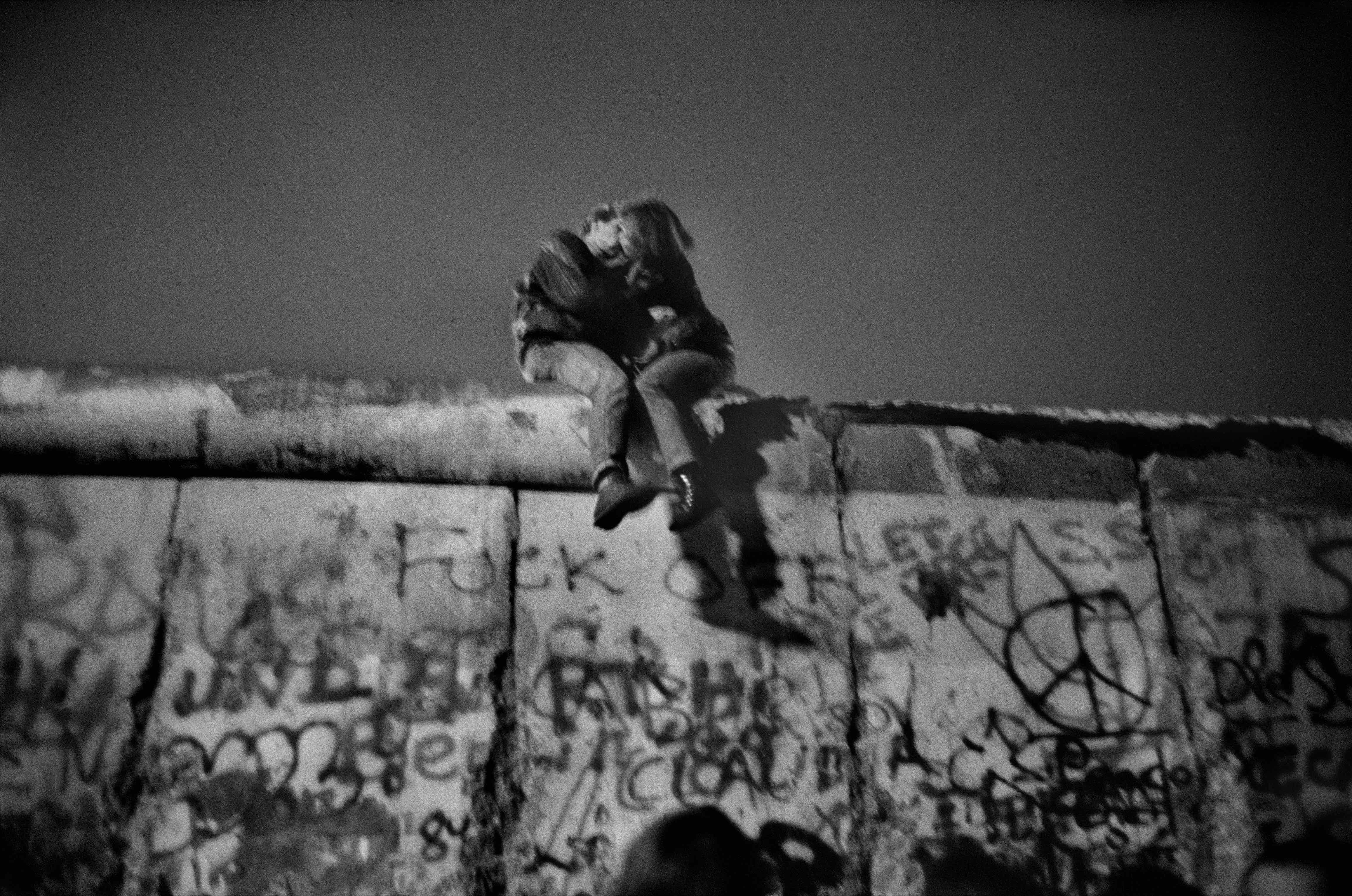 Berlin Wall. Sunday, December 31, 1989 © Guy Le Querrec